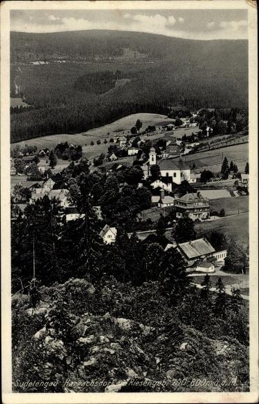 Ak Harrachov Harrachsdorf Riesengebirge Reg. Reichenberg, Ortschaft mit Landschaftsblick