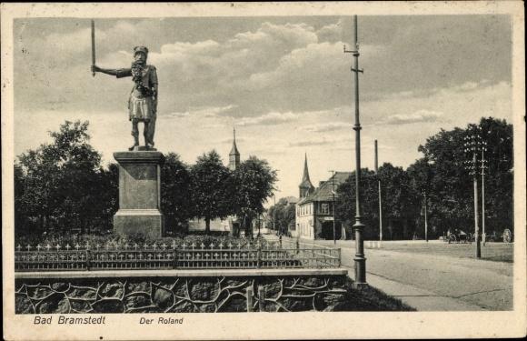 Ak Bad Bramstedt in Schleswig Holstein, Der Roland, Straßenpartie, Kirchtürme