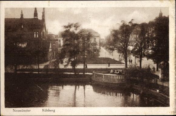 Ak Neumünster in Schleswig Holstein, Kuhberg, Uferpartie und Straße