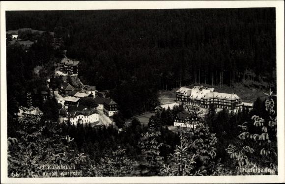 Foto Ak Bad Karlsbrunn Karlova Studánka Mähr. Schlesien, Neues Kurhotel, Talblick auf den Ort