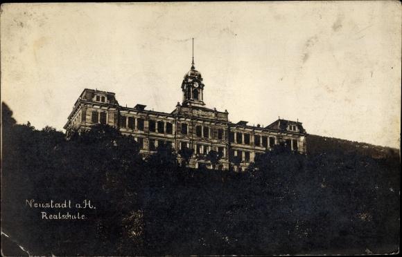 Foto Ak Neustadt an der Weinstraße, Blick auf die Realschule