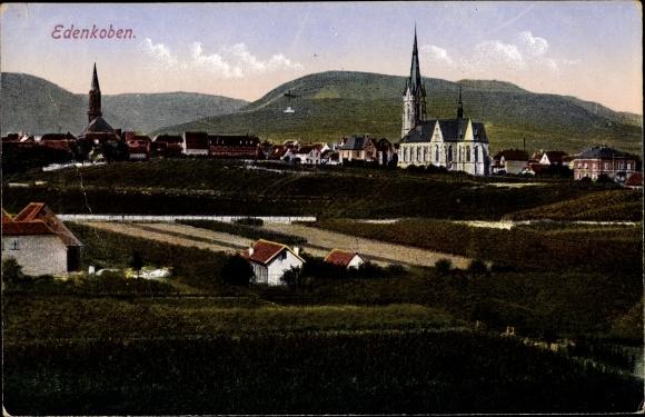 Ak Edenkoben im Kreis Südliche Weinstraße, Blick auf Ortschaft und Umgebung, Glockenturm