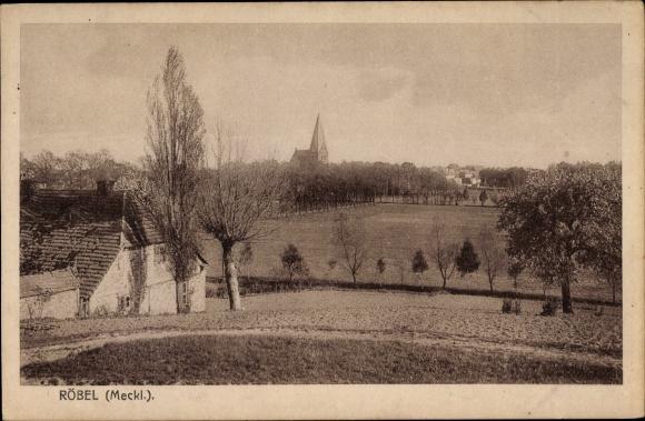 Ak Röbel an der Müritz, Teilansicht der Ortschaft, Kirche