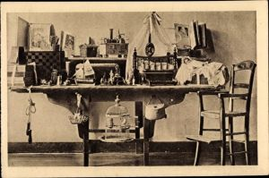 Ak Les Jouets de la petite Thérèse et sa chaise d'enfant, Puppe, Puppenbett, Vogelkäfig, Springseil