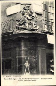 Ak Paris IV., Bas Relief en pierre pointe Au Gagne Petit, Rue des Nonnains d'Hyères 5