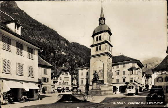 Ak Altdorf Kt. Uri Schweiz, Dorfplatz, Telldenkmal