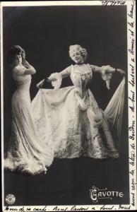 Ak Frauen in historischen Kleidern, Portrait, NPG 259/5, Gavotte