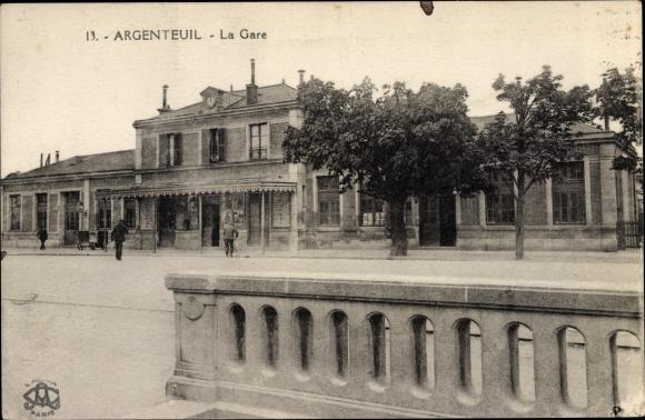 Ak Argenteuil Val d'Oise, La Gare, Bahnhof, Straßenseite