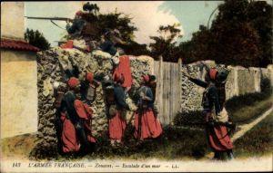 Ak L'Armée francaise, Zouaves, Escalade d'un mur, Zuaven steigen über eine Mauer