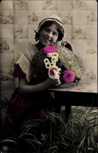 Ak Junge Frau mit einem Korb, Blumen, NPG 738/1