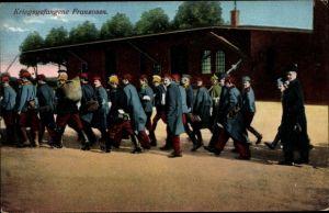 Ak Kriegsgefangene Franzosen im Lager