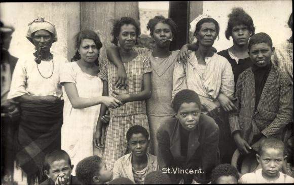 Foto Ak St. Vincent und die Grenadinen, Gruppenportrait, Einwohner