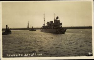 Foto Ak Deutsches Kriegsschiff, Havarierter Zerstörer
