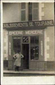 Foto Ak Mann vor seinem Geschäft, Epicerie Mercerie