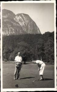 Foto Ak Golf Spiel, Einputten auf dem Green