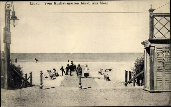 Ak Liepaja Libau Lettland, vom Kurhausgarten hinab ins Meer