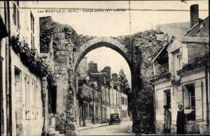 Ak Les Montils Loir et Cher, Vieille porte