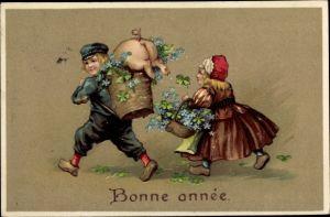 Präge Litho Glückwunsch Neujahr, Junge und Mädchen mit Körben voll Vergissmeinnicht, Schwein