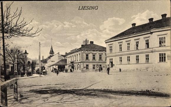 Ak Wien 23. Liesing, Straßenpartie, Geschäft, Passanten 0