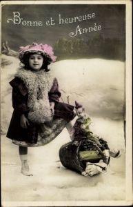 Ak Glückwunsch Neujahr, Mädchen, Korb mit Puppen