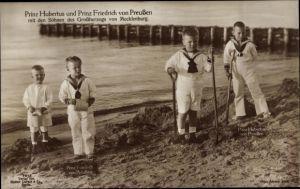 Ak Prinzen Hubertus u. Friedrich v. Preußen, Söhne d. Großherzog v. Mecklenburg, Strand,Liersch 7513