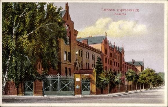 Ak Lübben im Spreewald, Straßenpartie mit Blick auf die Kaserne