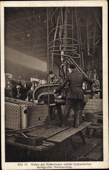 Ak Hanomag, Herstellung eines Lokomotivkessels, Nieten des Bodenringes mittels hydr. Nietmaschine