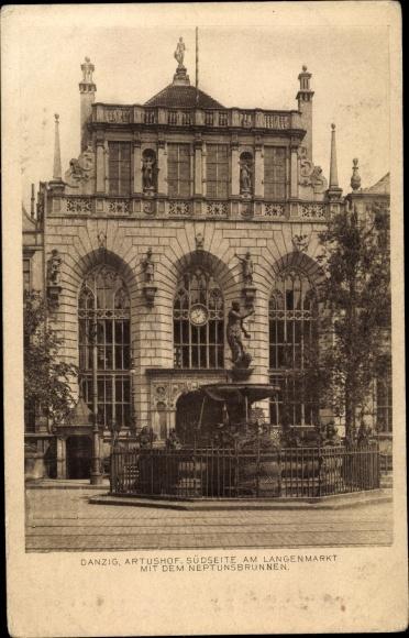 Ak Gdańsk Danzig, Artushof Südseite am Langenmarkt mit dem Neptunsbrunnen