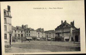 Ak Thouars Deux Sèvres, Place Saint Médard vue générale