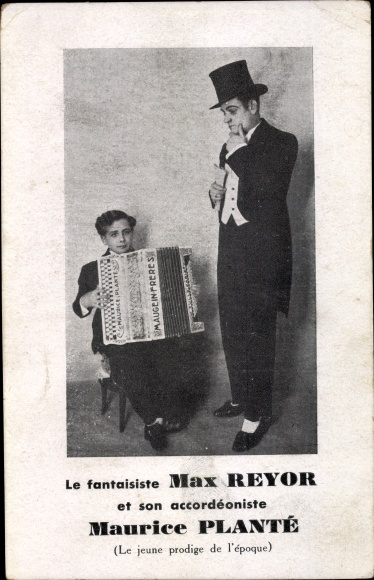 Ak Le fantaiste Max Reyor et son accordeoniste Maurice Planté