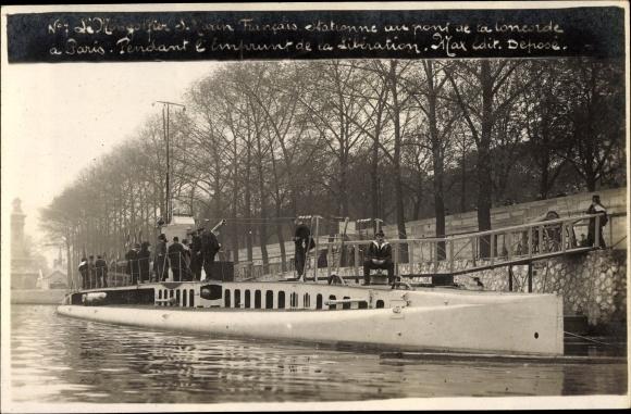 Foto Ak Paris, Submersible Mongolfier stationné au pont de la Concorde, 4e Emprunt de la Libération