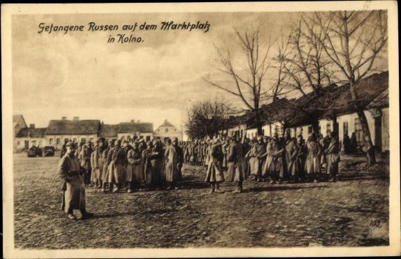 Ak Kolno Groß Köllen Ostpreußen, Gefangene Russen auf dem Marktplatz