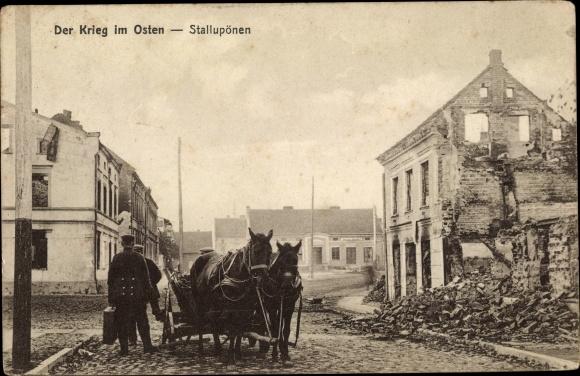 Ak Stallupönen Ostpreußen, Ruinen, Pferdewagen, Flüchtlinge