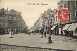 Ak Bolbec Seine Maritime, Place Leon Desgenetais, Geschäfte