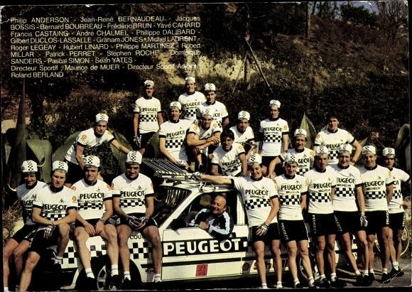 Ak Peugeot Radrennsport Team, Portrait am Teamwagen, Philip Anderson, Directeur Maurice de Muer