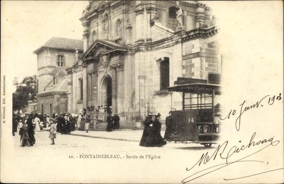 Ak Fontainebleau Seine et Marne, Sortie de l'Église