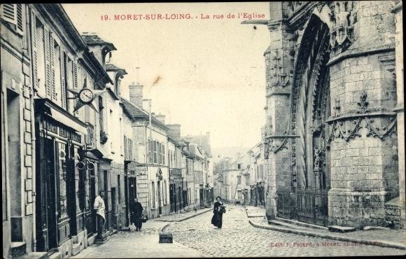 Ak Moret sur Loing Seine et Marne, La Rue de l'Église