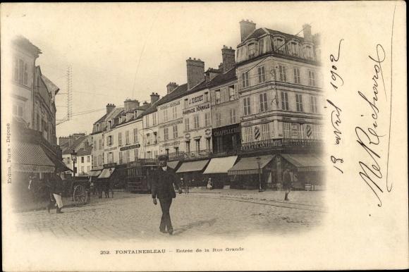 Ak Fontainebleau Seine et Marne, Entrée de la Rue Grande
