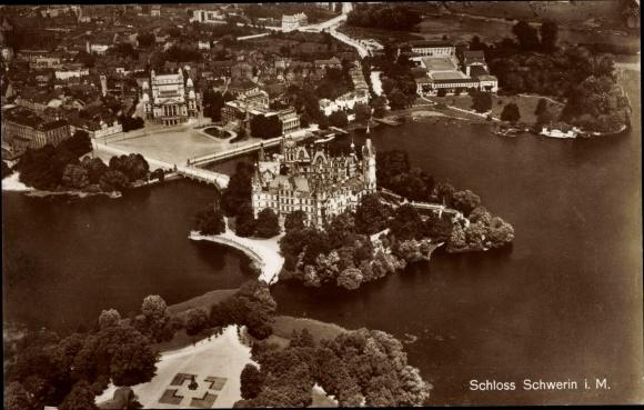 Ak Schwerin in Mecklenburg Vorpommern, Blick auf das Schloss