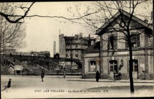 Ak Les Vallées Hauts-de-Seine, La Gare et Passerelle