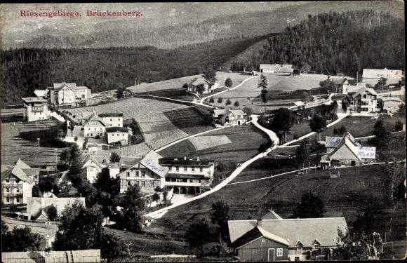Ak Brückenberg b. Krummhübel Riesengebirge Schlesien, Blick auf Ortschaft und Umgebung