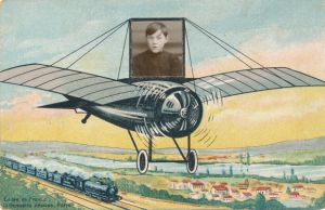 Ak Fotomontage, Junge in einem Flugzeug, Dampflok