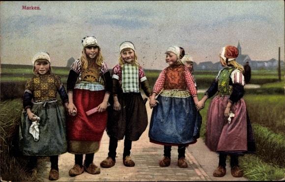 Ak Marken Nordholland, Mädchen in Trachten, Photochromie, Nenke und Ostermaier 115 2865