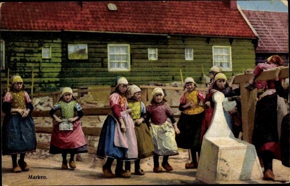 Ak Marken Nordholland, Mädchen in Trachten, Photochromie, Nenke und Ostermaier 114 2344