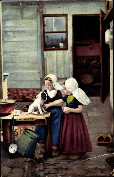 Ak Walcheren Zeeland, Photochromie, Nenke und Ostermaier 164 2951, Trachten, Mädchen, Hund