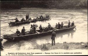 Ak Kavallerie mit Pontonieren einen Fluss passierend, Schweizer Soldaten