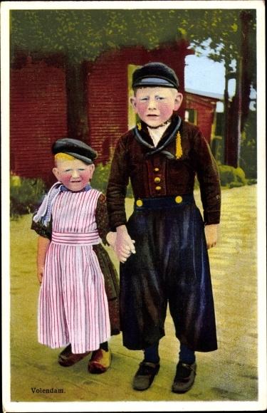 Ak Edam Volendam Nordholland Niederlande, Photochromie, zwei Kinder in Volkstrachten