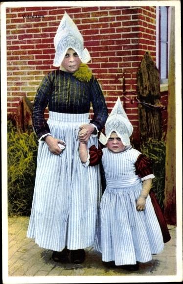 Ak Edam Volendam Nordholland Niederlande, Photochromie, zwei Mädchen in Volkstrachten
