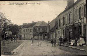 Ak Saint Valérien Yonne, Le Centre du Village, Geschäft, Anwohner, Hund