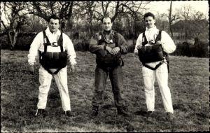 Ak Französische Fallschirmjäger, Fallschirmspringer mit Ausrüstung